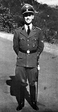 Erich Priebke in servizio pressol'ambasciata tedesca di Roma.
