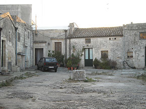 Case a corte nel salento wikipedia for Foto case antiche
