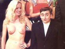 Moana Pozzi a L'araba fenice (1988) insieme a Vito