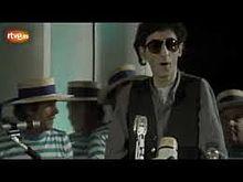 Franco Battiato presenta il brano Bandiera Bianca, tratto dall'album La voce del padrone.