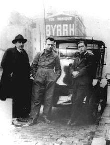 Pertini lavatore di taxi a Parigi nel dicembre 1926.