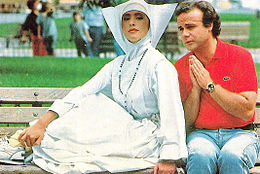 Sabrina Salerno sul set del film Fratelli d'Italia assieme a Jerry Calà, 1989
