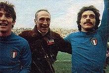 Da sinistra: Rossi in nazionale al campionato del mondo 1978, mentre festeggia con il commissario tecnico Enzo Bearzot e Franco Causio.
