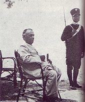 Luigi Capello durante la detenzione nel giardino della clinica di Formia.