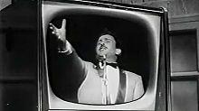 Modugno al festival di Sanremo 1959. L'esibizione fu ripresa per il film musicarello di quell'anno Destinazione Sanremo, firmato dallo specialista Domenico Paolella