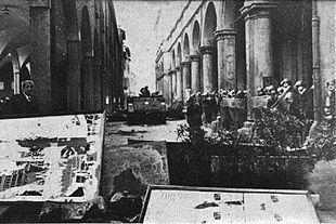 Mezzi blindati all'Università di Bologna