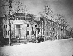 L'edificio demolito in una foto dell'epoca della costruzione