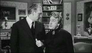 Raimondo Vianello con Totò in una scena di Totò diabolicus (1962).