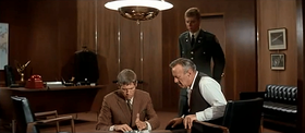 James Coburn e Lee J. Cobb in una scena del film