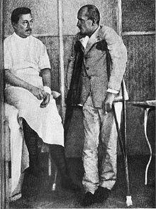 Mussolini convalescente all'ospedale militare dopo un incidente occorso durante un'esercitazione (1917)