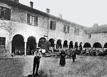 Casa corio wikipedia for Piani di casa cortile interno