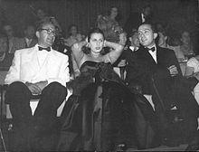Anna Magnani con Giulio Andreotti alla 8ª Mostra internazionale d'arte cinematografica di Venezia nella quale è premiata col Nastro d'Argento per l'interpretazione del film L'onorevole Angelina (1947) di Luigi Zampa