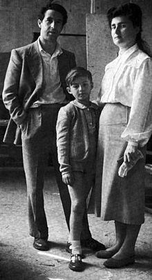 Salvatore Fiume con la moglie Ines e il figlio Luciano nel 1949