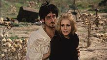 Vittorio Gassman e Catherine Spaak un una scena de L'armata Brancaleone (1966)