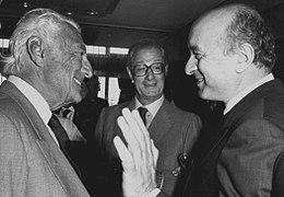 Gianni Agnelli con Ciriaco De Mita negli anni settanta, in secondo piano, Cesare Romiti.