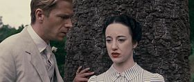 James D'Arcy e Andrea Riseborough in una scena del film.