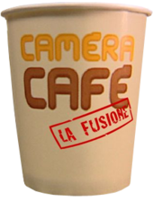 Logo della quarta stagione della sitcom: Camera Café - La fusione.