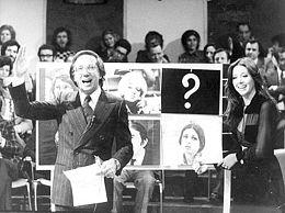 Mike Bongiorno e Sabina Ciuffini durante una puntata del Rischiatutto del 1972