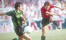 Azione di Massimiliano De Silvestro in Salernitana-Chieti della stagione 1992-1993.