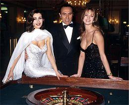 Claudia Koll, Pippo Baudo e Anna Falchi, conduttori del Festival di Sanremo 1995