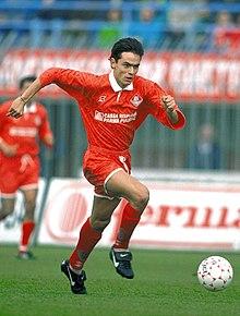 Un giovane Filippo Inzaghi in azione con la maglia del Piacenza nella stagione 1994-1995.