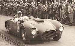 L'ultima gara e l'ultima vittoria della D24: Eugenio Castellotti sta disputando la corsa su strada Firenze-Siena