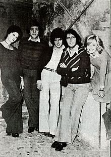 Lando Fiorini con gli attori Ombretta De Carlo, Raf Luca, Pierfrancesco Poggi, Olimpia Di Nardo durante le prove di un varietà al Teatro Puff negli anni '70