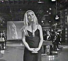Patty Pravo partecipa a Canzonissima, condotta da Mina, Walter Chiari e Paolo Panelli, con La bambola il 28 settembre 1968.