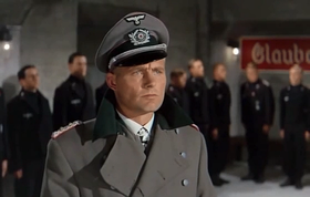Robert Shaw in una scena del film