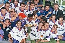 La Fiorentina celebra la vittoria nella Supercoppa italiana 1996.