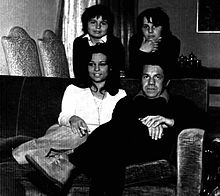 Claudio Amendola nel 1973 insieme al padre Ferruccio, alla madre Rita Savagnone ed alla sorella