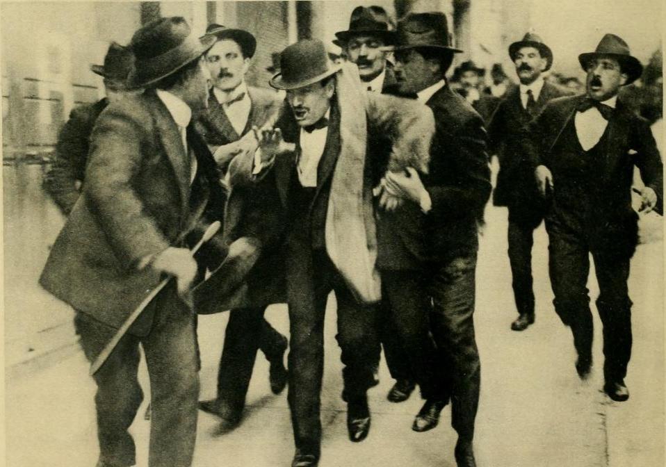Mussolini arresto comizio 1915