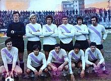 Formazione del Legnano nel 1971-1972, con indosso la seconda maglia bianca con banda lilla