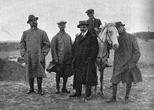 Inviato di guerra durante la guerra italo-turca, da sinistra Filippo Tommaso Marinetti, Ezio Maria Gray, Jean Carrere, Enrico Corradini e G. Castellini