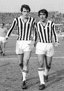 Al termine della sfida casalinga contro il Napoli del 7 marzo 1971, Anastasi discute con Bettega, con cui formò uno dei più affiatati tandem d'attacco della storia bianconera.