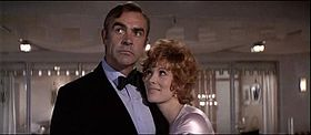 Sean Connery e Jill St. John in una scena del film