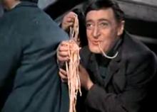 Le risate di Totò, qui nei panni di Felice Sciosciammocca nella trasposizione cinematografica di Miseria e nobiltà (1954)