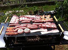 Carne mista pronta per la cottura.