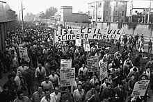 Sciopero degli operai di una fabbrica di Milano.