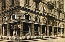 La Fiaschetteria Toscana in via Berchet 1 a Milano, prima sede del Milan. Ha ospitato le assemblee societarie dei rossoneri dal 1899 al 1909[22]