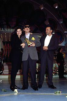 Sul palco del Festival di Sanremo 1994, edizione chiusa al terzo posto, assieme al vincitore Aleandro Baldi e al secondo classificato Giorgio Faletti.