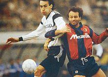 Cabrini (a destra) al Bologna nel 1990, alle prese con il cesenate Đukić.