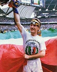 Deschamps festeggia la vittoria della Juventus nel campionato italiano  1994-1995. 571c2e731bbe