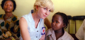 Lady Diana Spencer (Naomi Watts) durante la campagna antimine del 1997 in Angola