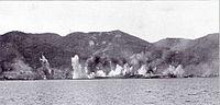 5 giugno 1943: durante un bombardamento Alleato su La Spezia le corazzate Littorio, sullo sfondo, e Roma sono inquadrate dalle bombe