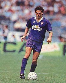 Pioli in azione alla Fiorentina nella stagione 1991-1992