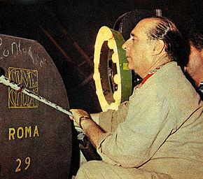 Roberto Rossellini durante le riprese de Il generale Della Rovere (1959)