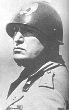 Mussolini In helmet benito39