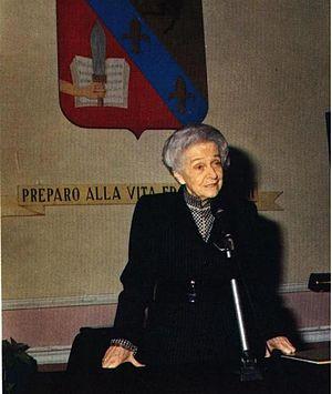 Rita Levi Montalcini durante una lectio magistralis alla Scuola militare Nunziatella (1990)