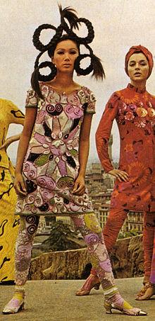 Una modella di Emilio Pucci posa al Piazzale Michelangelo a Firenze (1966)